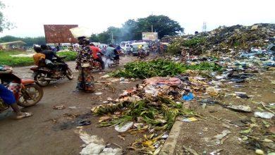 Photo of Stade omnisports Modibo Keita de Bamako : Une route en dépôt d'ordures