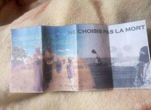 Photo of Mali, l'armée française abreuve la population locale de tracts grossiers.